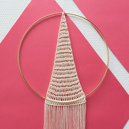Yarn and Colors Must-Have Triangle Wall Hanging Haakpakket 2