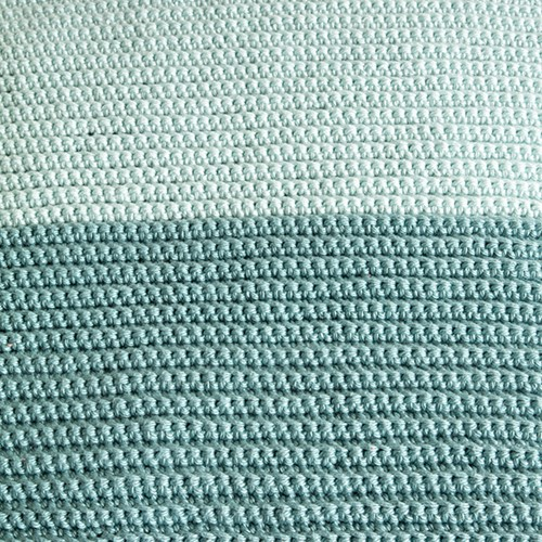 Yarn and Colors Two Tones Comfy Cushion Haakpakket L 072 Glass / Jade Gravel