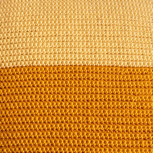 Yarn and Colors Two Tones Comfy Cushion Haakpakket L 011 Golden Glow / Mustard