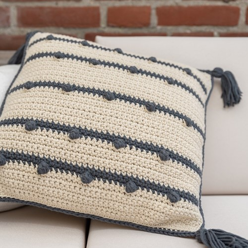 Yarn and Colors Connect the Dots Cushion Haakpakket 003 Ecru