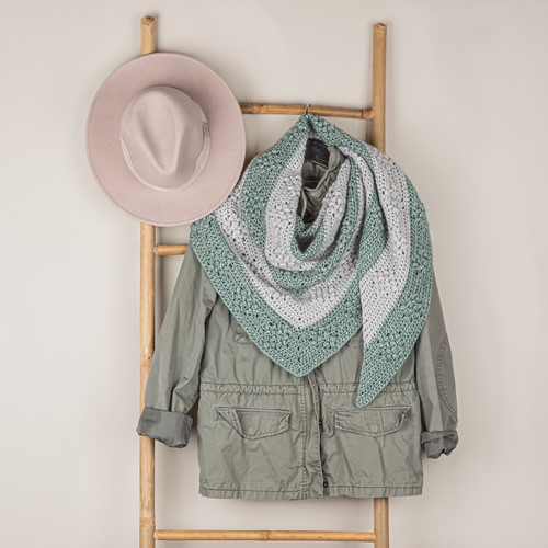 Haakpatroon Yarn and Colors Diamond Bobble Shawl