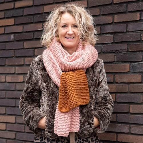 Yarn and Colors Simple Scarf Brei-/haakpakket 2 Satay