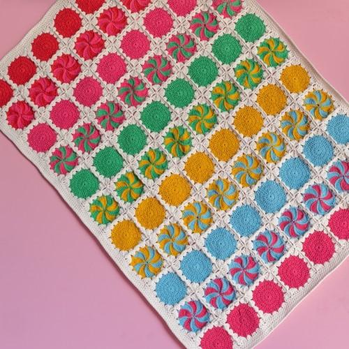 Yarn and Colors Circles and Spirals Blanket Haakpakket 1 Mustard