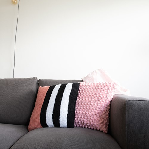 Yarn and Colors Black, White and Bright Comfy Cushion Breipakket 047 Old Pink