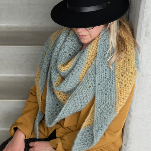 Yarn and Colors Elegant Diamond Bobble Shawl Haakpakket