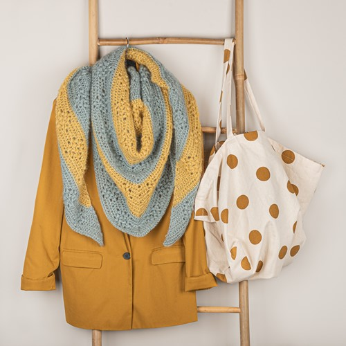 Haakpatroon Yarn and Colors Elegant Diamond Bobble Shawl