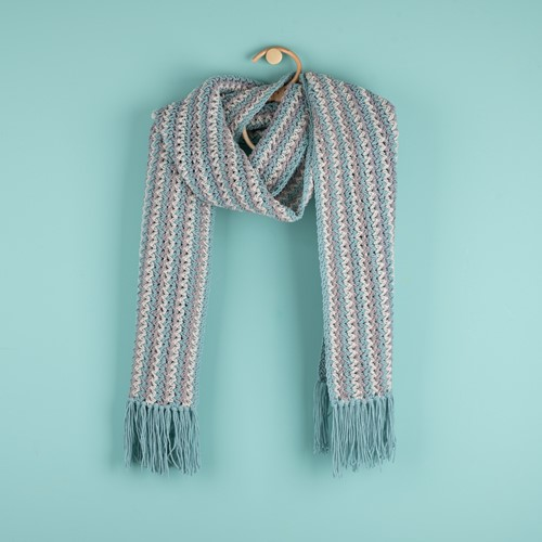 Haakpatroon Yarn and Colors Fringed Scarf