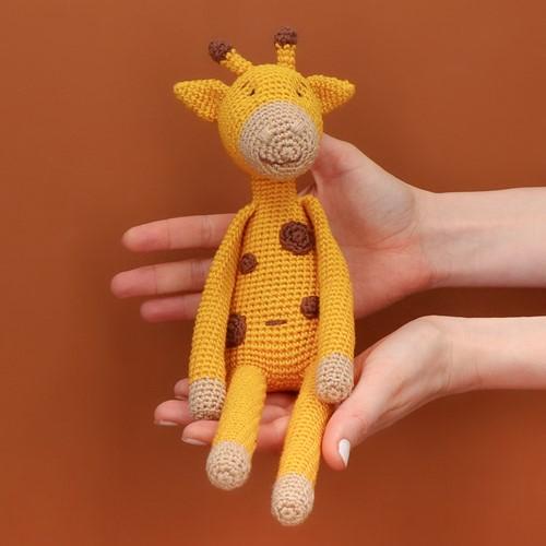 Yarn and Colors Gina Giraf Haakpakket