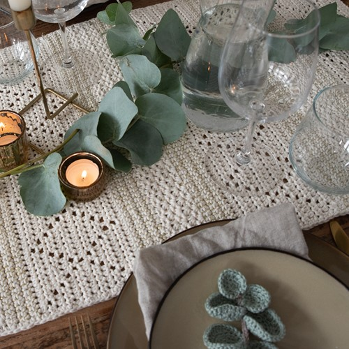 Haakpatroon Yarn and Colors Glamorous Table Runner