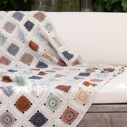 Yarn and Colors Hip To Be Square Blanket Haakpakket 080 Eucalyptus
