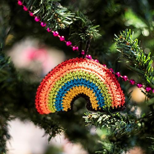 Haakpatroon Regenboog Kerstboomhanger
