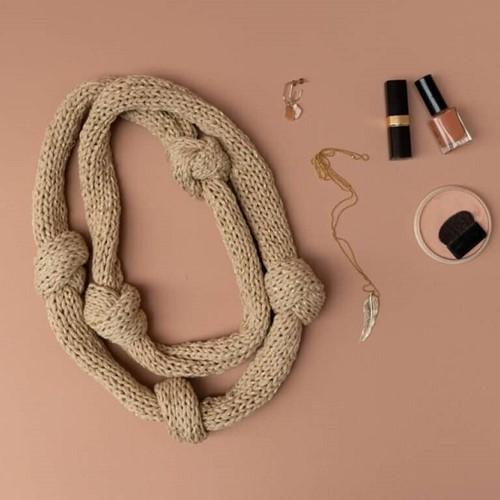 Yarn and Colors Knot a Scarf Breipakket 1 Limestone