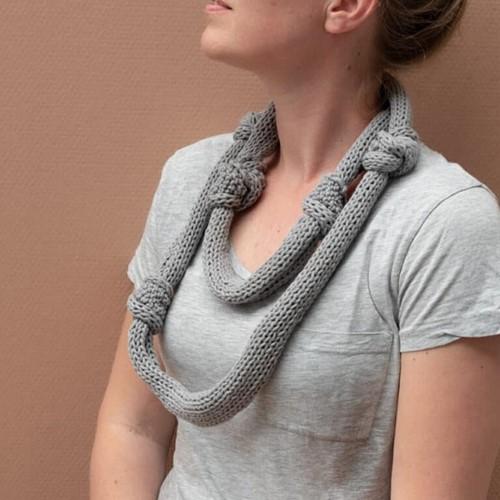 Yarn and Colors Knot a Scarf Breipakket 2 Shark Grey