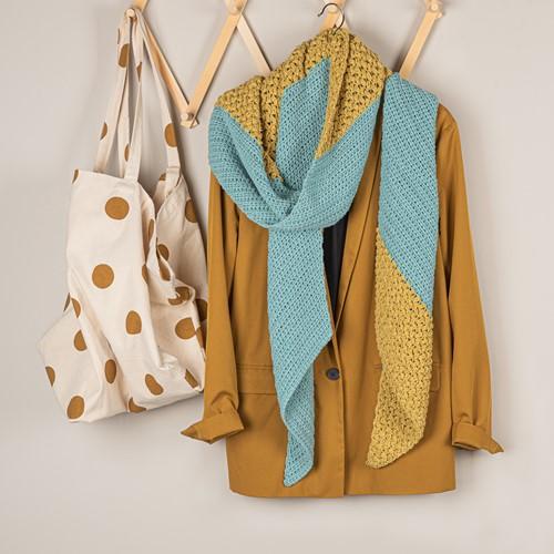 Haakpatroon Yarn and Colors Slanted Scarf
